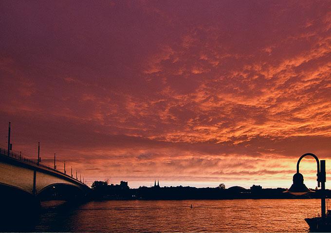 Drittes Bild Sonnenuntergang Kennedybrücke in Bonn